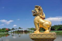 Unicórnio dourado do dragão Foto de Stock