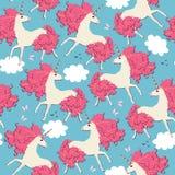 Unicórnios com juba no formulário das folhas de outono carmesins no céu azul, nas nuvens brancas, em borboletas cor-de-rosa e em  ilustração stock