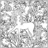 unicorn A composição consiste em um unicórnio cercado por um ramalhete das rosas Fotos de Stock Royalty Free