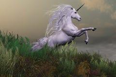 Unicornio blanco en la montaña ilustración del vector