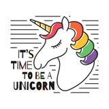 Unicornio mágico lindo para la impresión de la camiseta Diseño infantil de la camiseta con colores del arco iris stock de ilustración