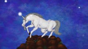 Unicornio móvil en un rock, estrellas ligeras y flotantes, chispas y una animación 2019 MP4 de las partículas stock de ilustración