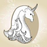 Unicornio mitológico en el fondo beige Caballo legendario La serie de criaturas mitológicas Fotografía de archivo libre de regalías