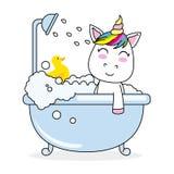 Unicornio que se baña en una bañera Foto de archivo