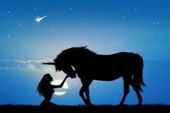 Unicornio y muchacha Fotografía de archivo libre de regalías