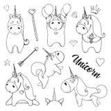 Unicornios del bosquejo con los diversos objetos lindos aislados en el fondo blanco ilustración del vector