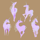 Unicorno con la criniera e la coda delle bolle illustrazione vettoriale