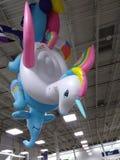 Unicorno d'attaccatura bianco e rosa Immagini Stock