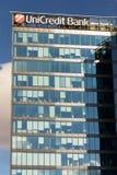 UniCredit小组在总部修造的银行公司商标 免版税库存图片