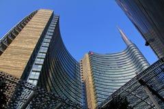 Unicredit torn från den Gael Aulenti fyrkanten Arkivbild