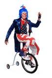 Unicycle di guida del pagliaccio con le rotelle di addestramento Fotografia Stock