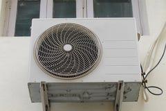Unidad al aire libre del acondicionador de aire Fotos de archivo