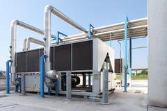 Unidad de aire acondicionado enorme, calefacción central y sistema de enfriamiento c imagen de archivo