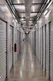 Unidad de almacenamiento abajo del Pasillo imagen de archivo libre de regalías