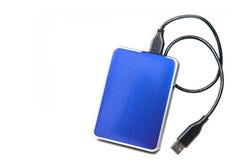 Unidad de disco duro externa azul en el fondo blanco Foto de archivo