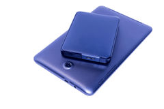 Unidad de disco duro externa con la tableta Imagenes de archivo