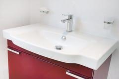 Unidad de fregadero moderna del cuarto de baño Fotos de archivo libres de regalías