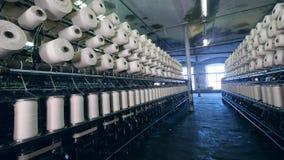 Unidad de la fábrica de la ropa con las bobinas de giro metrajes