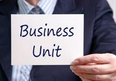 Unidad de negocio - empresaria que lleva a cabo la muestra con el texto imagen de archivo libre de regalías