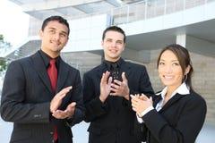 Unidad de negocio (foco en hombre en centro) imagenes de archivo