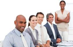 Unidad de negocio Multi-ethnic en una presentación Imágenes de archivo libres de regalías