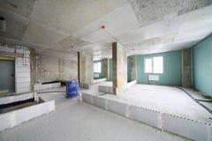 Unidad en el edificio bajo construcción sin el acabado Foto de archivo libre de regalías