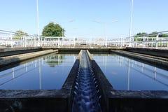Unidade da sedimentação de planta de tratamento da água convencional fotos de stock