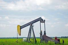 Unidade de bombeamento do petróleo Foto de Stock Royalty Free