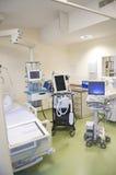 Unidade de cuidados intensivos com monitores Fotografia de Stock Royalty Free