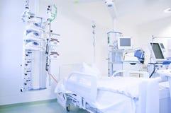 Unidade de cuidados intensivos com monitores Fotos de Stock Royalty Free