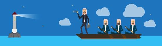 Unidade de negócio árabe no barco com o líder da equipa que olha em linha reta com o binocular no farol, conceito do negócio do s Fotos de Stock Royalty Free