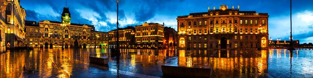 Unidade do quadrado de Itália em Trieste, Itália imagens de stock royalty free