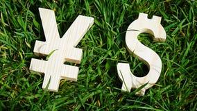 Unidade monetária da troca em um fundo da grama Fotos de Stock