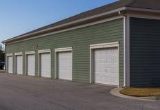 Unidades da garagem do complexo de apartamentos fotos de stock royalty free