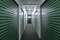 Unidades de armazenamento do corredor imagens de stock royalty free