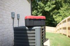 Unidades de condicionamento de ar com necessidade do reparo fotografia de stock
