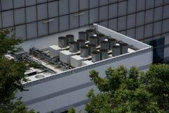 Unidades refrigerando comerciais do fã do condensador do condicionador de ar da ATAC fotografia de stock