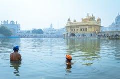 Unidentifiable mieszkanów pendżabu Sikhijska pielgrzymia dewotka fotografia stock