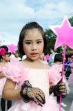 Unidentified deltagare ståtar in, Songkhla Thailand Arkivfoto