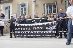 Unidentified demonstranter i stadsgator Royaltyfri Bild