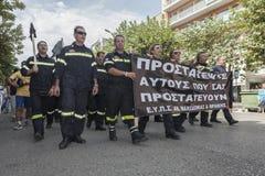 Unidentified demonstranter i stadsgator Royaltyfria Bilder