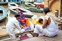 Unidentified Hindu pilgrims preparing for the Ganga Aarti ritual Royalty Free Stock Photos
