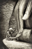 An unidentified old  woman  pay respect to the Ancient buddha st Royalty Free Stock Photos
