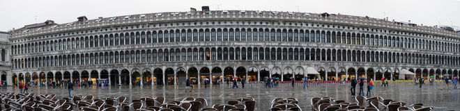 Unidentified people visit San Marco square i Royalty Free Stock Image