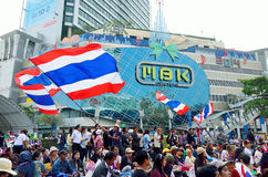 Unidentified protesters gather Patumwan intersection to anti government and ask to reform before election. BANGKOK-JAN 22 : Unidentified protesters gather Royalty Free Stock Images