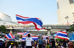 Unidentified protesters gather Patumwan intersection to anti government and ask to reform before election. BANGKOK-JAN 22 : Unidentified protesters gather Royalty Free Stock Photography