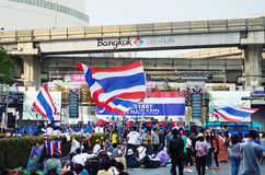Unidentified protesters gather Patumwan intersection to anti government and ask to reform before election. BANGKOK-JAN 22 : Unidentified protesters gather Stock Images
