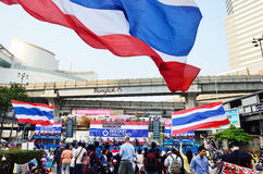 Unidentified protesters gather Patumwan intersection to anti government and ask to reform before election. BANGKOK-JAN 22 : Unidentified protesters gather Royalty Free Stock Photo