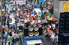 Unidentified protesters gather Patumwan intersection to anti government and ask to reform before election. BANGKOK - JAN 26 : Unidentified protesters gather Stock Images