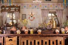 Uniek etnisch restaurantbinnenland Traditioneel ontwerp Oekraïense landelijke stijl en decoratie Europa, de Oekraïne stock foto